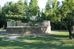 la struttura è dotata di vasca a norma per la raccolta dei reflui zootecnici